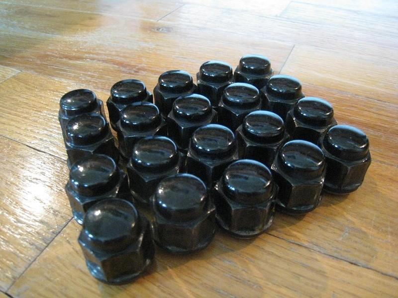 black%20lug%20nuts.jpg